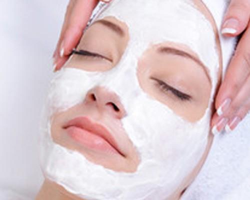 Nettoyage du visage et massage